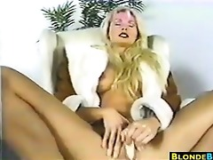 blond d like to fuck masturbating